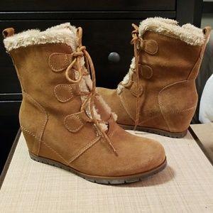 Baretraps fleece lined boots